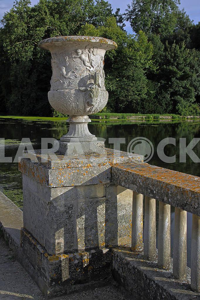 Stone vase on the balustrade — Image 69407