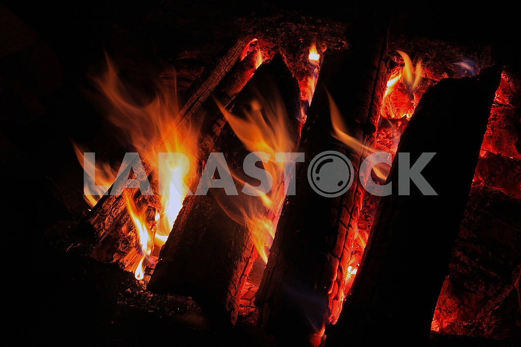 Burning firewood in the fireplace — Image 69451