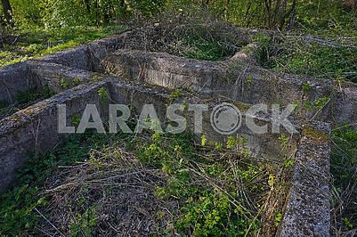 Старий бетонний фундамент