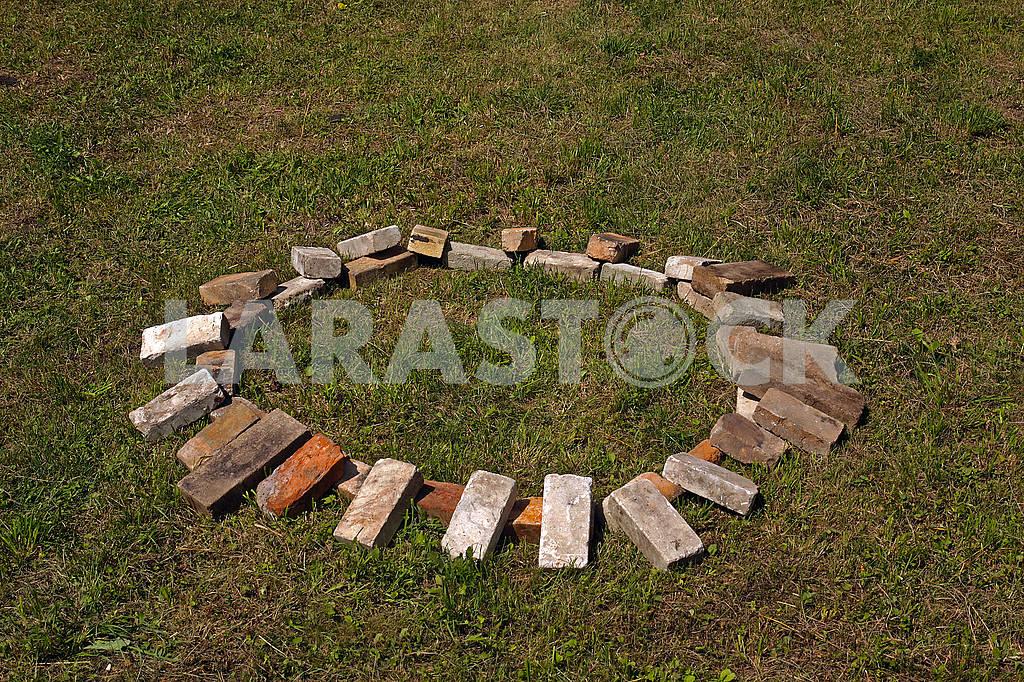 A circle of bricks — Image 69622
