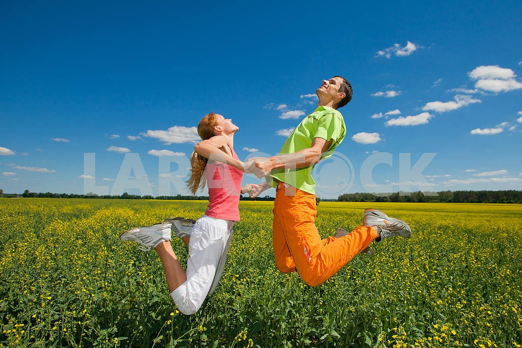 Happy people is jumping in field — Image 6971