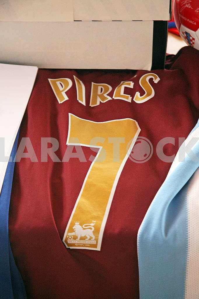 Pires original football jersey — Image 69735