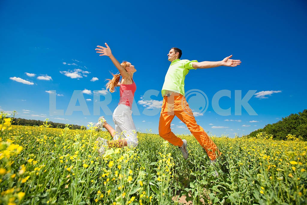 Happy people is jumping in field — Image 6979