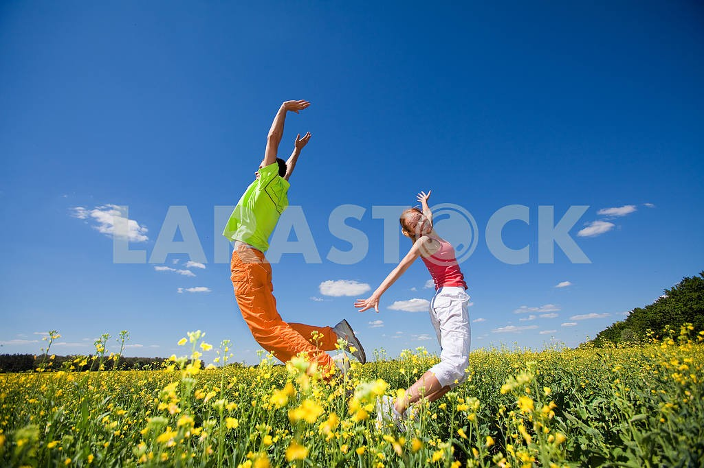 Happy people is jumping in field — Image 6988