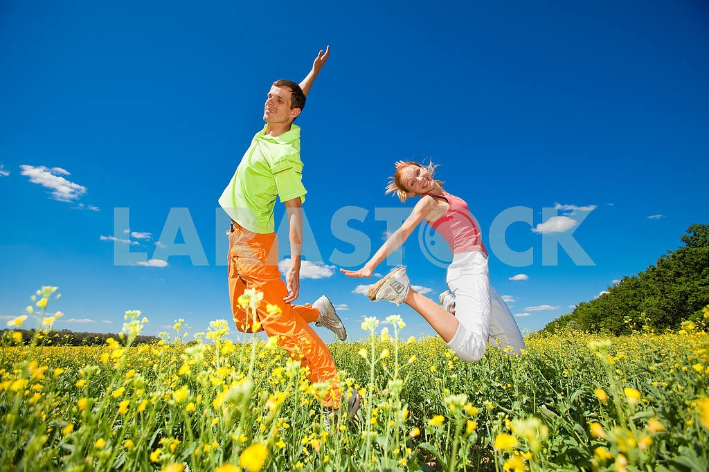 Happy people is jumping in field — Image 6990