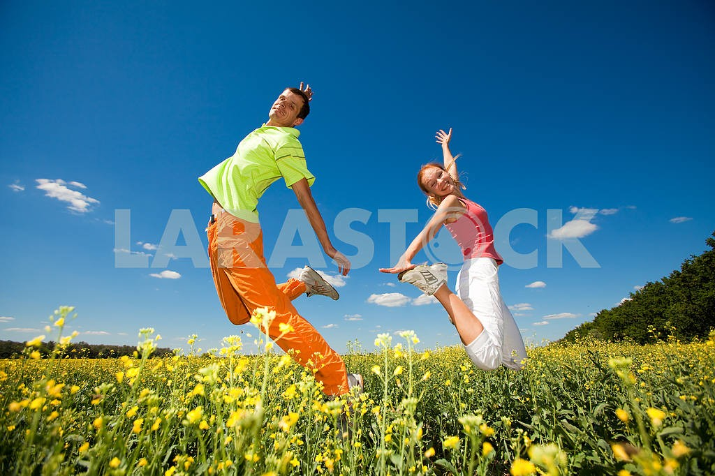Happy people is jumping in field — Image 6991