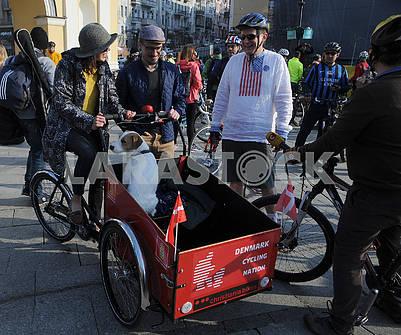 """Flashmob """"On a bicycle to work"""""""