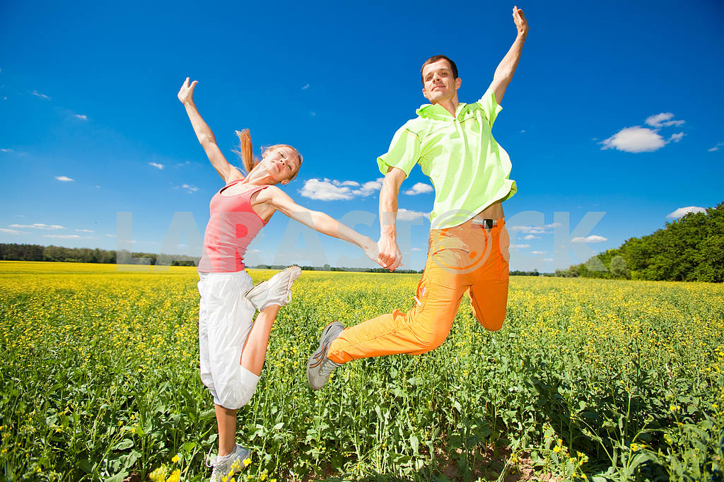 Happy people is jumping in field — Image 6998