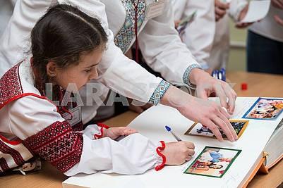 Дети в вышиванках