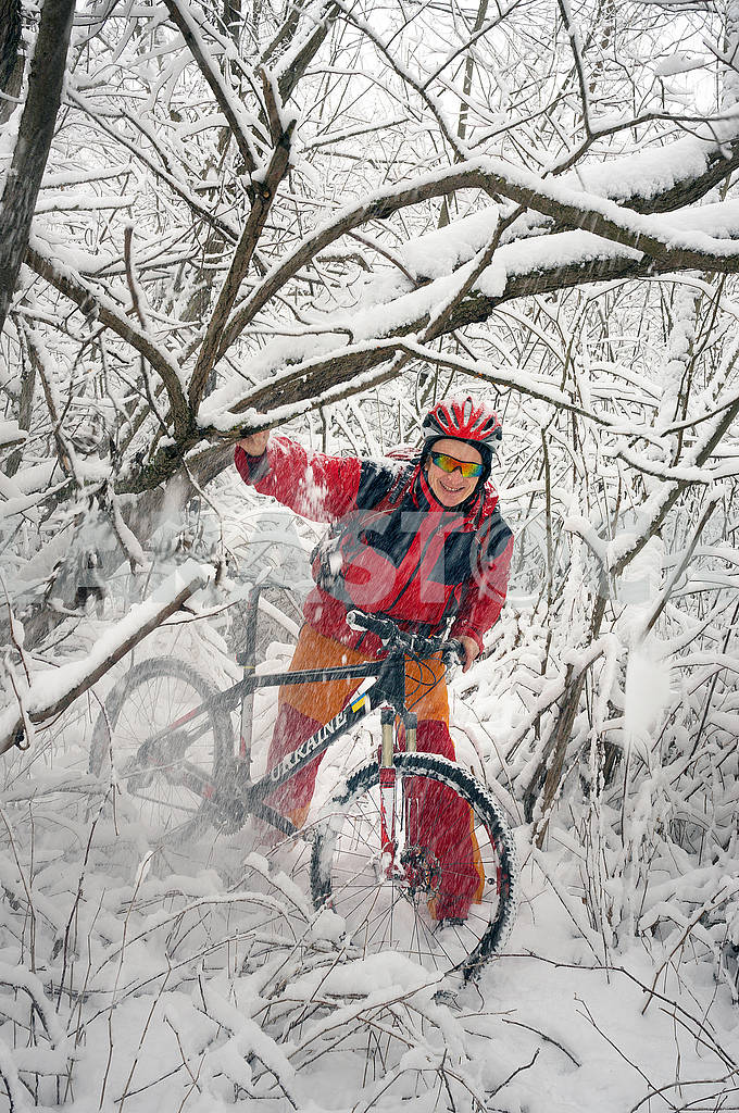 A walk in bicycle  snowfall — Image 70101