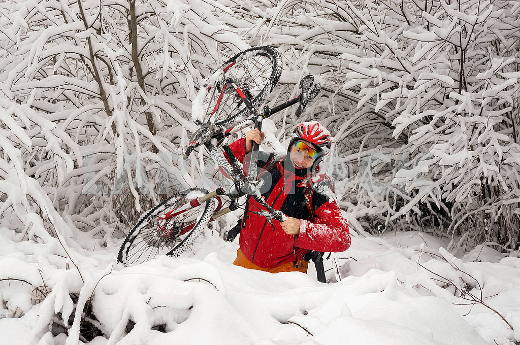 A walk in bicycle  snowfall — Image 70102