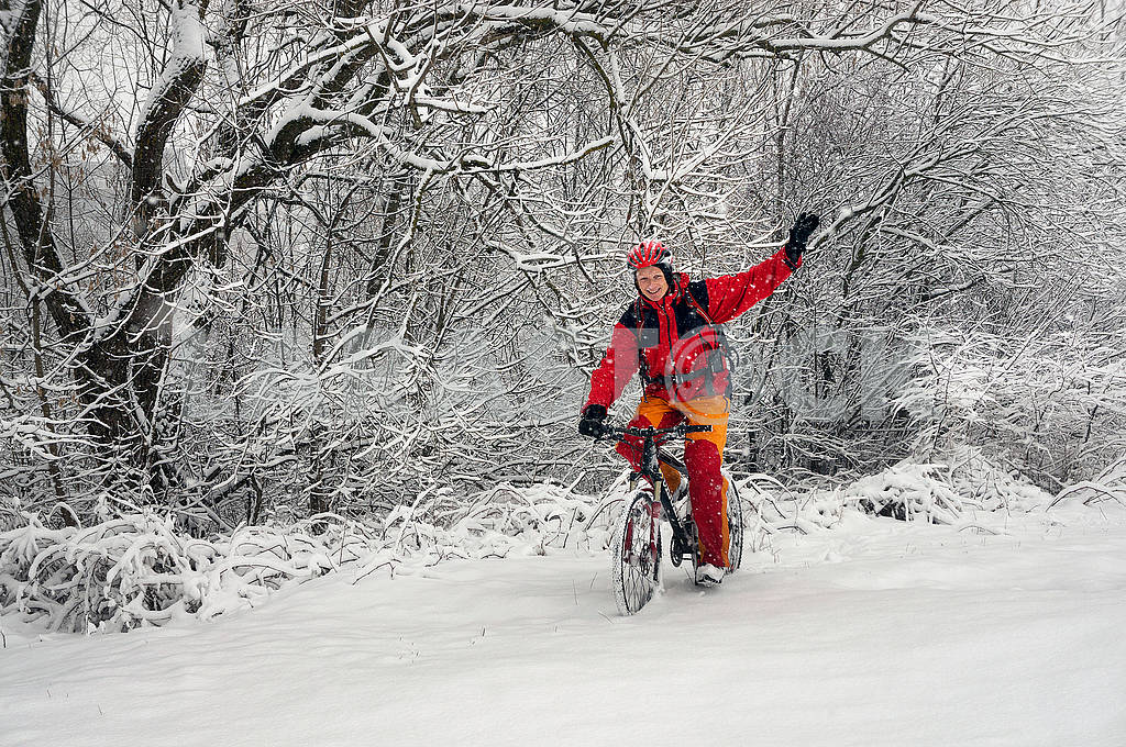 A walk in bicycle  snowfall — Image 70114