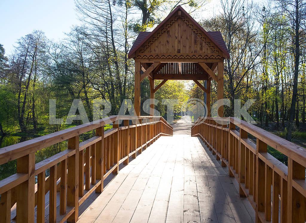 Bridge across the lake — Image 70149
