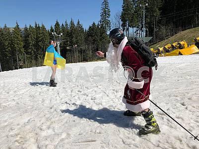 Святой Мыколай на лыжах