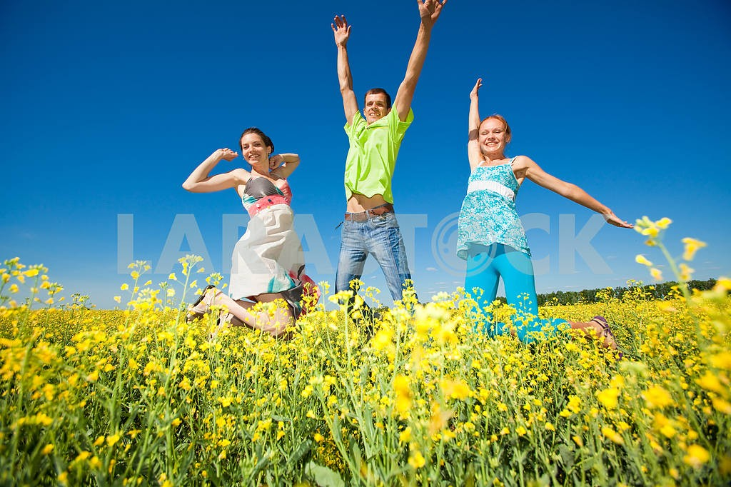Happy people is jumping in field — Image 7041