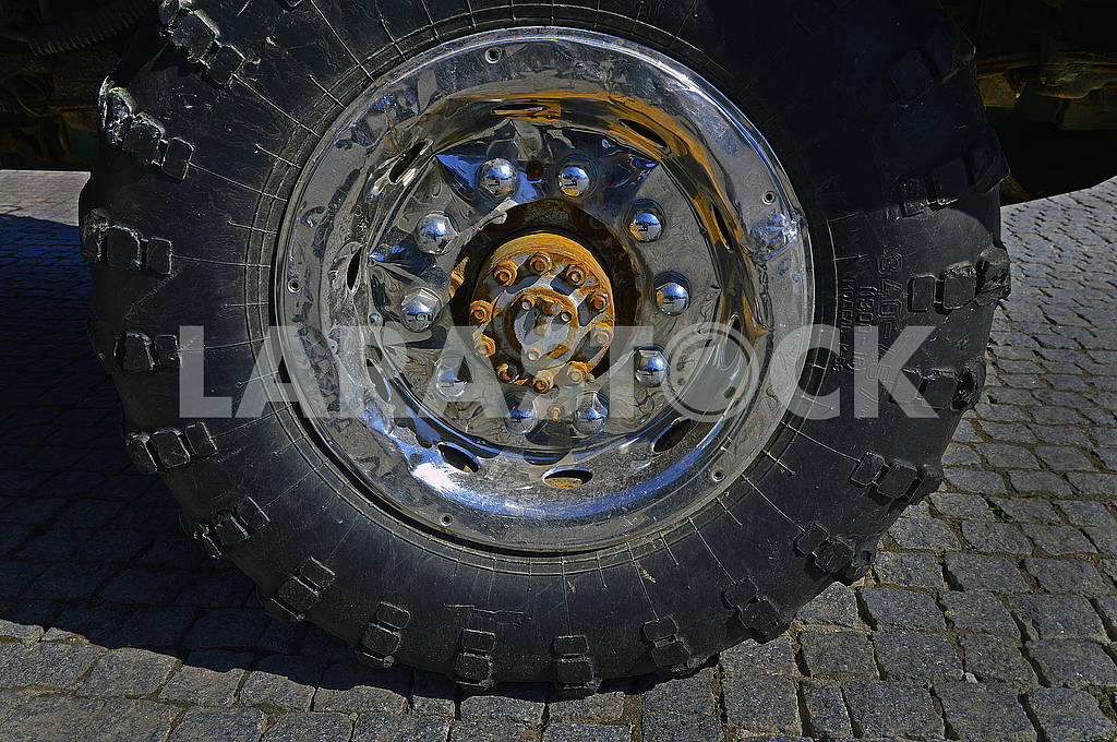 New tire and wheel — Image 70433