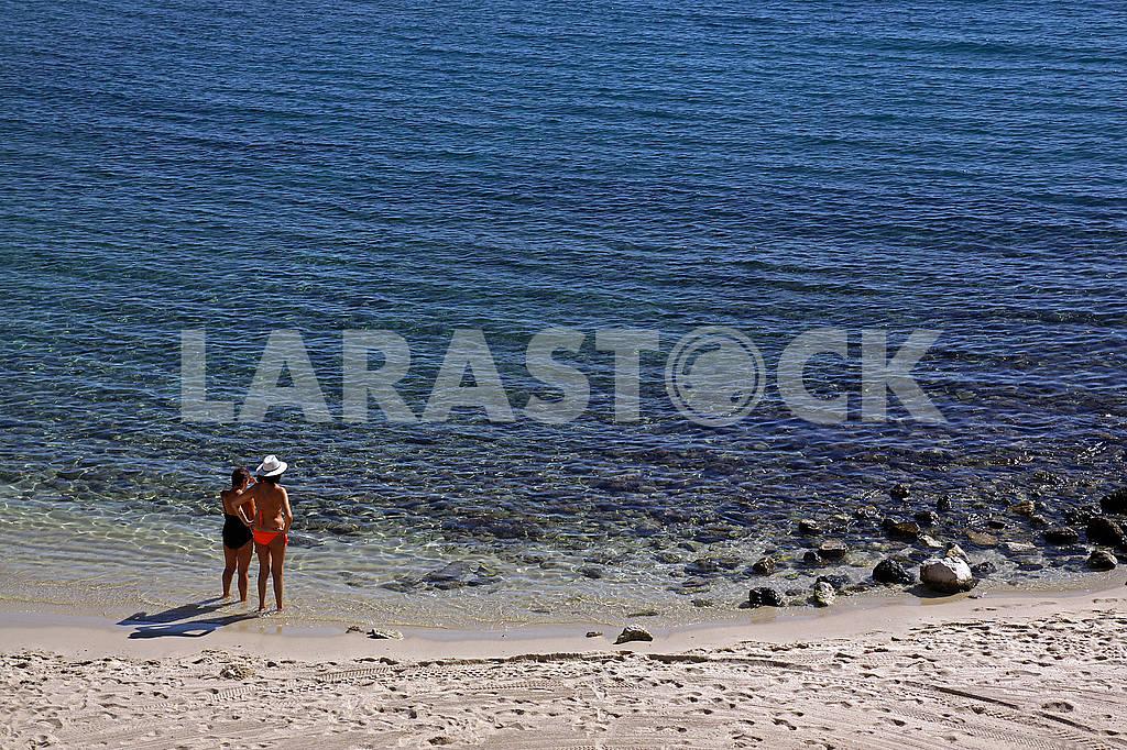 Two women are sunbathing — Image 70481