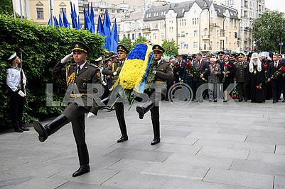 Servicemen with a wreath