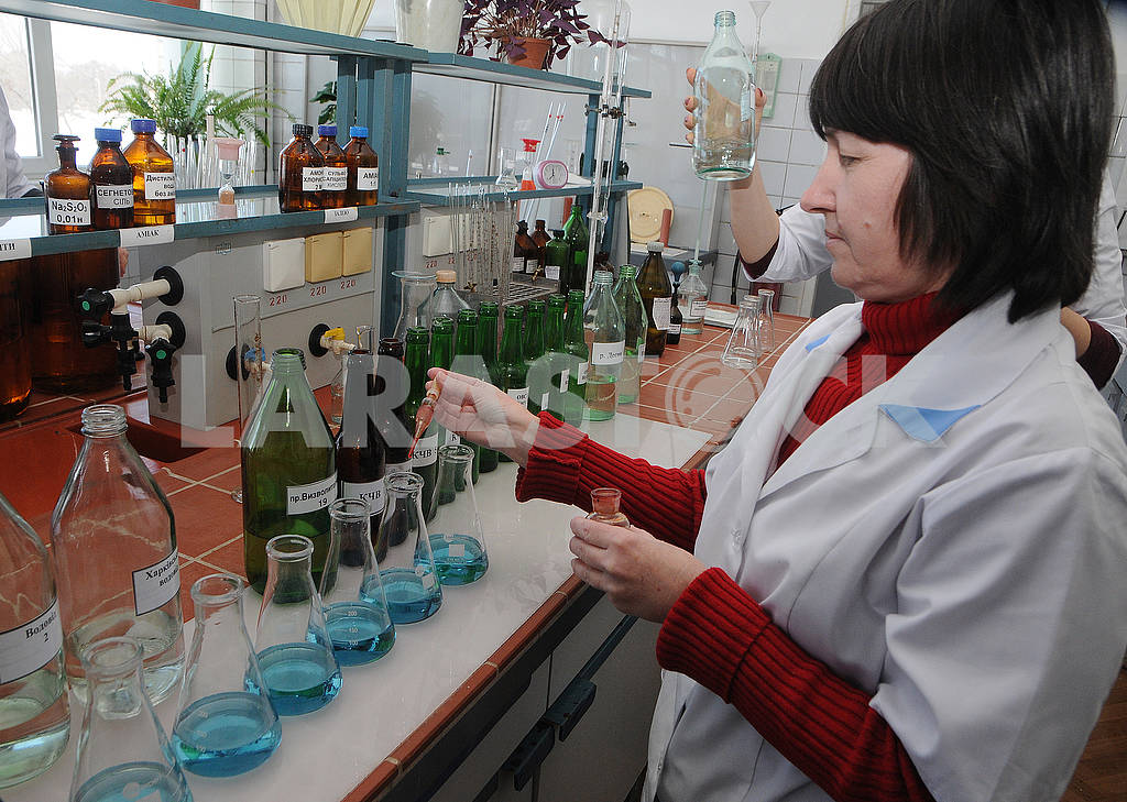 The work of the chemical-bacteriological laboratory — Image 70692