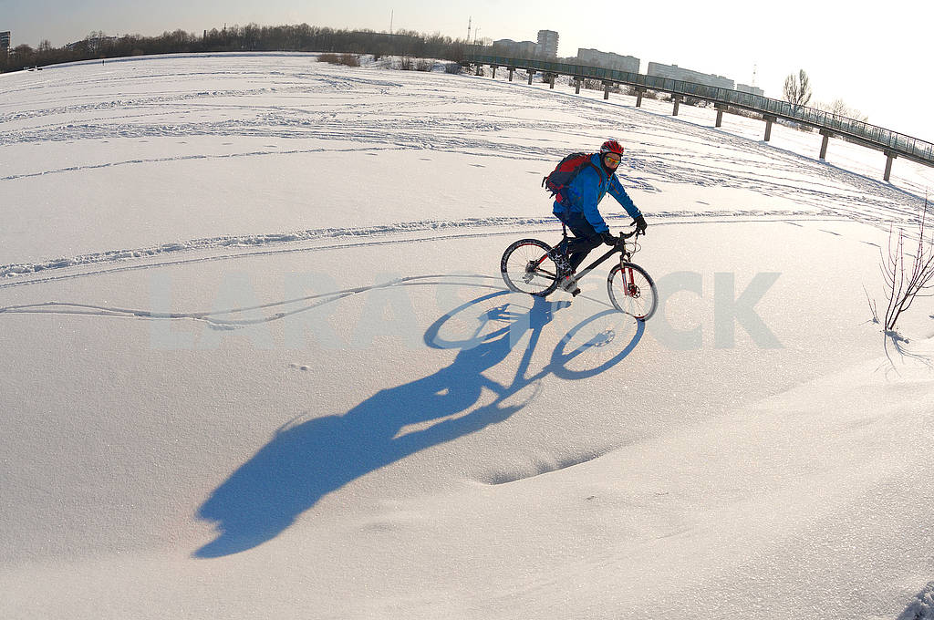 Patterns in the snow bike — Image 70759