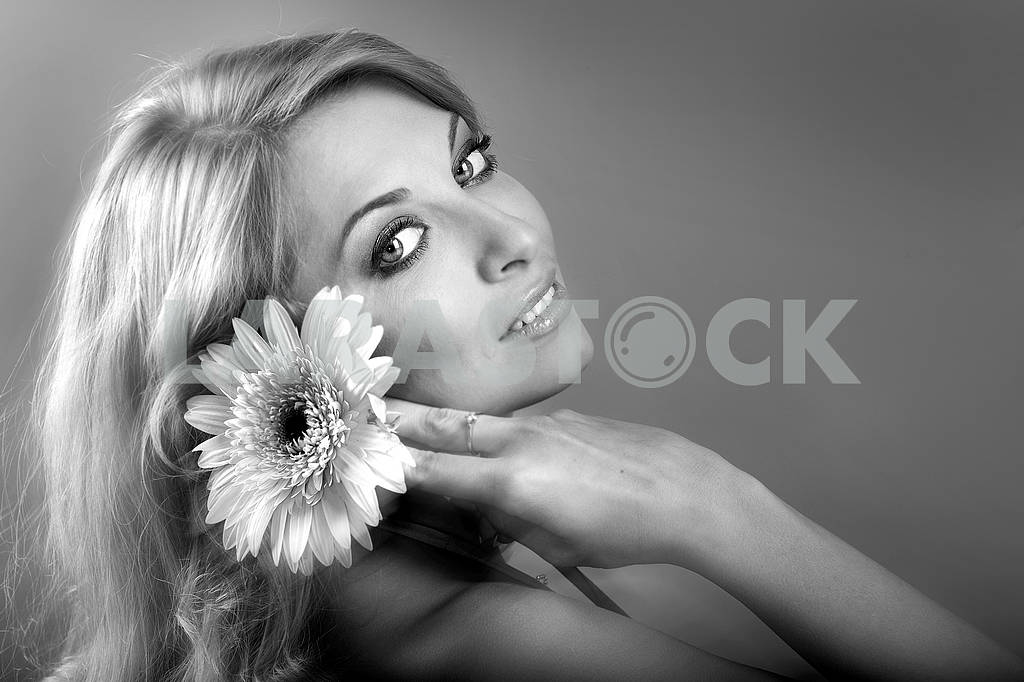 Blonde with pink flower — Image 71168