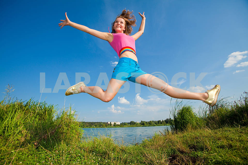 Pretty girl having fun flying in blue sky — Image 7125