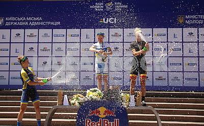 Победительницы велогонки