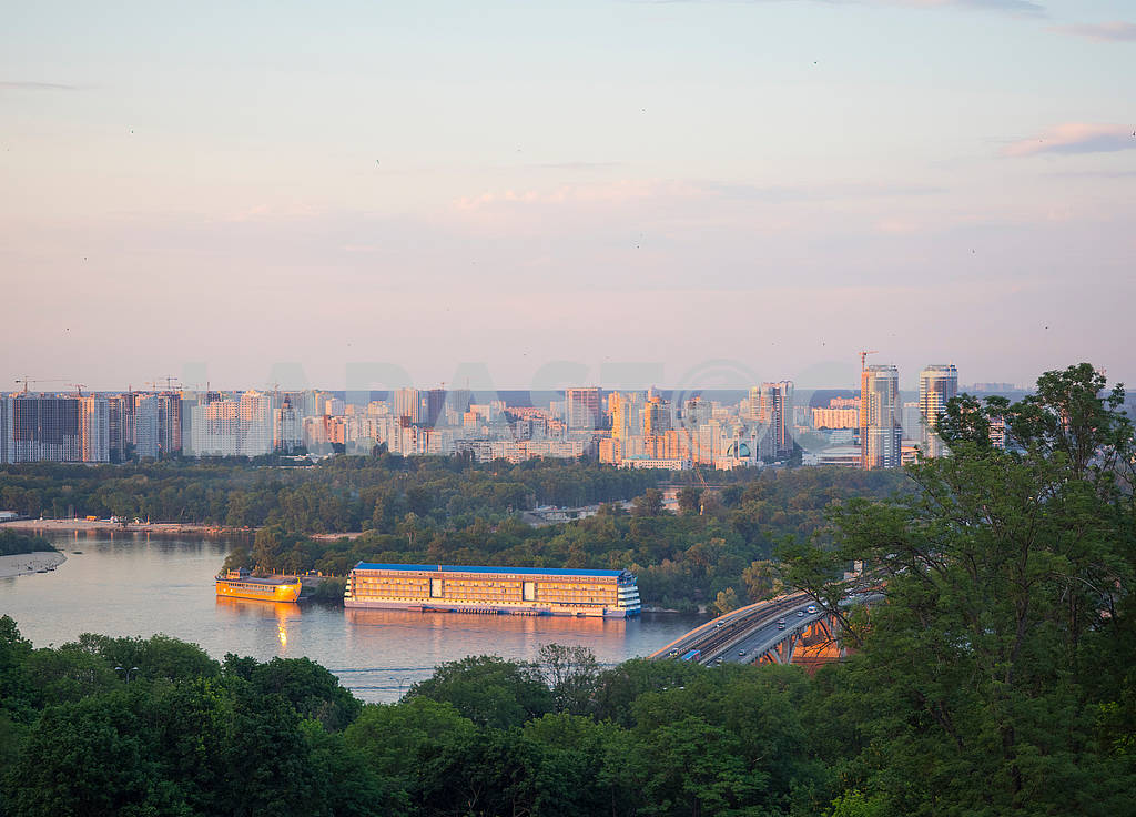 View of the Dnieper and the Metro Bridge — Image 71451
