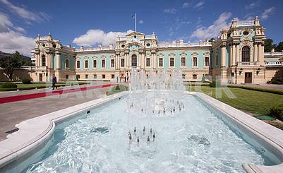 Фонтан возле Мариинского дворца
