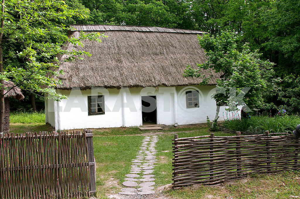 Wooden house of the late 19th century with a cane roof. Old trad — Image 71535