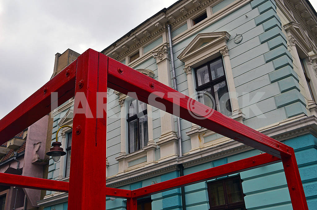 Contemporary art on the background of the old building — Image 71550