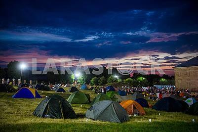 Палатки зрителей на Операфест
