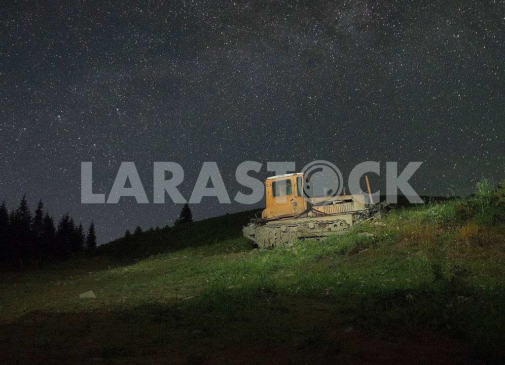 Бульдозер на фоне неба — Изображение 71906