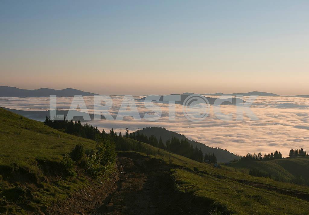 Вершины гор в облаках — Изображение 72049