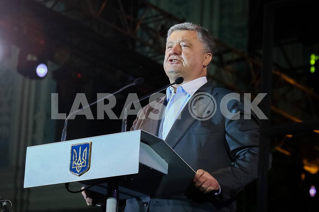 Президент Украины Петр Порошенко во время концерта Международного проекта дирижера Риккардо Мути  — Изображение 72331
