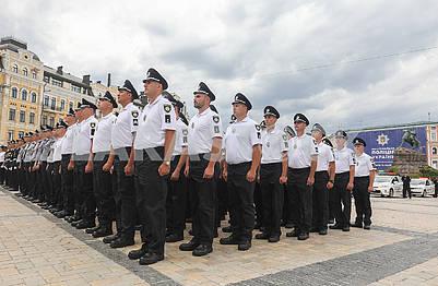 Полицейскиев строю