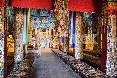 Конференц-зал и ритуальные обряды девятиэтажного храма