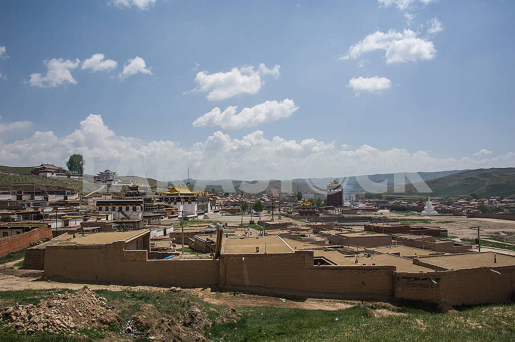 Общий вид с холма в храм Миларепы. — Изображение 72493