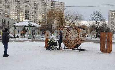 "A huge ""valentine"" near Lake Telbin in Kiev"