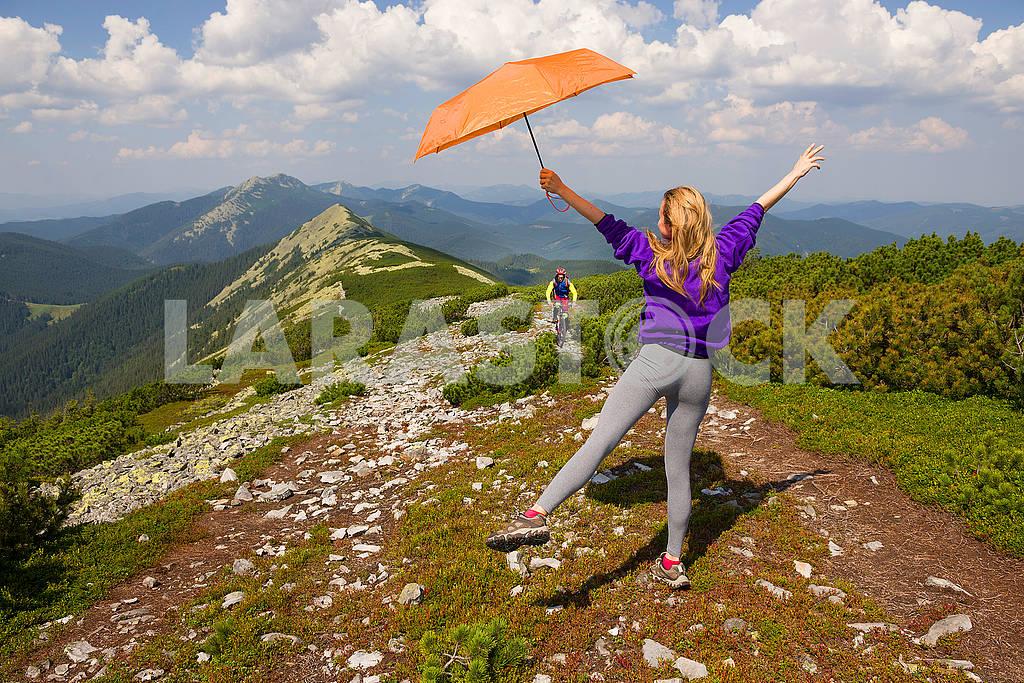 Girl with umbrella on Mount Synyak — Image 72852