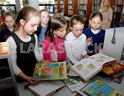 Дети в библиотеке им. Т.Г. Шевченко