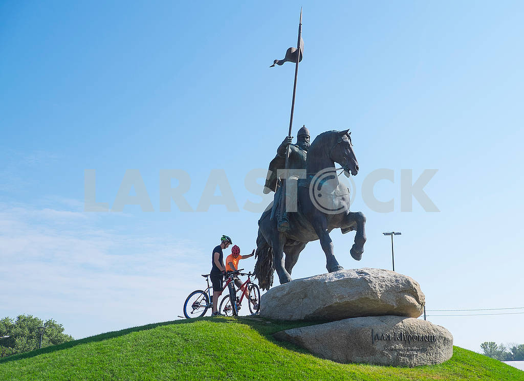 Велосипедисты возле памятника Муромцу — Изображение 73095