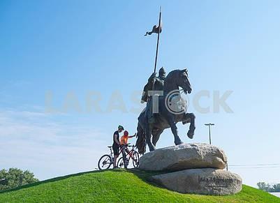 Велосипедисты возле памятника Муромцу
