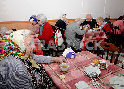 Low-income people dine