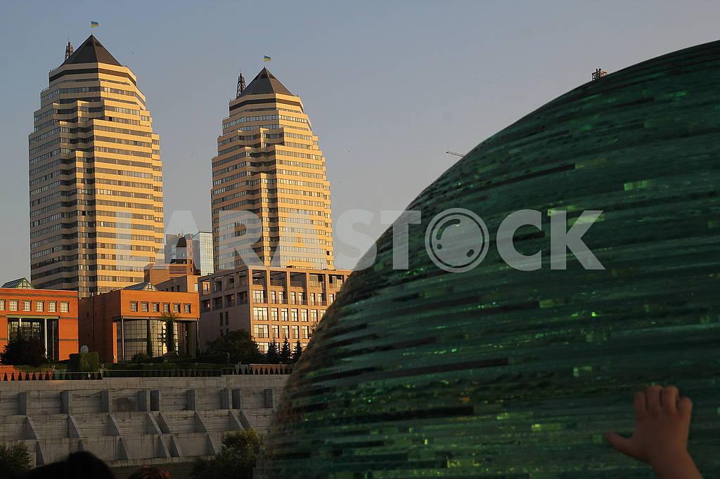 Glass ball and towers — Image 73184