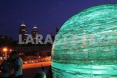 Стекляный шар на Фестивальном причале