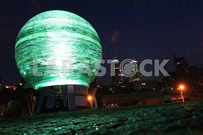 Светящийся шар на Фестивальном причале