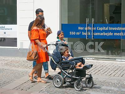Семья с коляской в Копенгагене