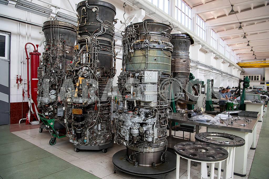 Двигатели в цеху — Изображение 73621