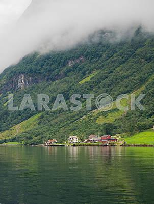 Путешествие по заливу Согнефьорд, в деревню Лаердал